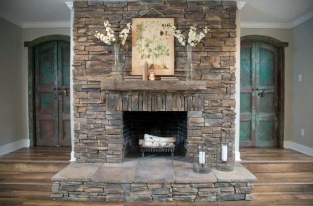リビングルーム5で魅力的な積み重ねられた石造りの暖炉のデザインの暖かさを取得します。