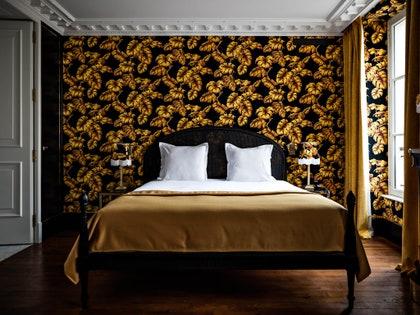 画像に含まれる可能性のあるもの:インテリアデザイン、屋内、家具、ベッド、部屋、寝室、および木材