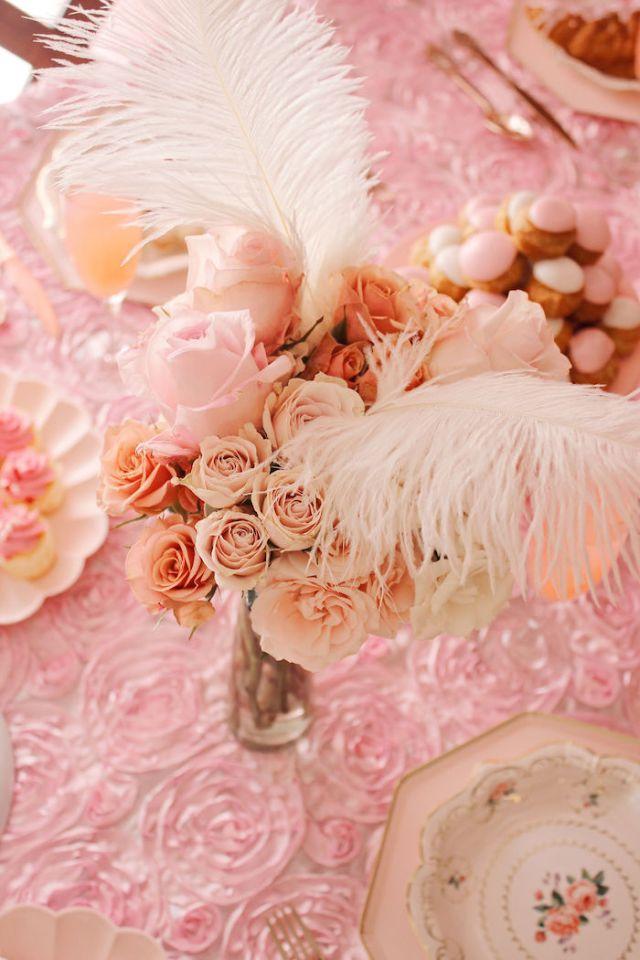 Karieのパーティーのアイデアに関するマリーアントワネットに触発されたパーティーから羽が咲く|  KarasPartyIdeas.com(19)