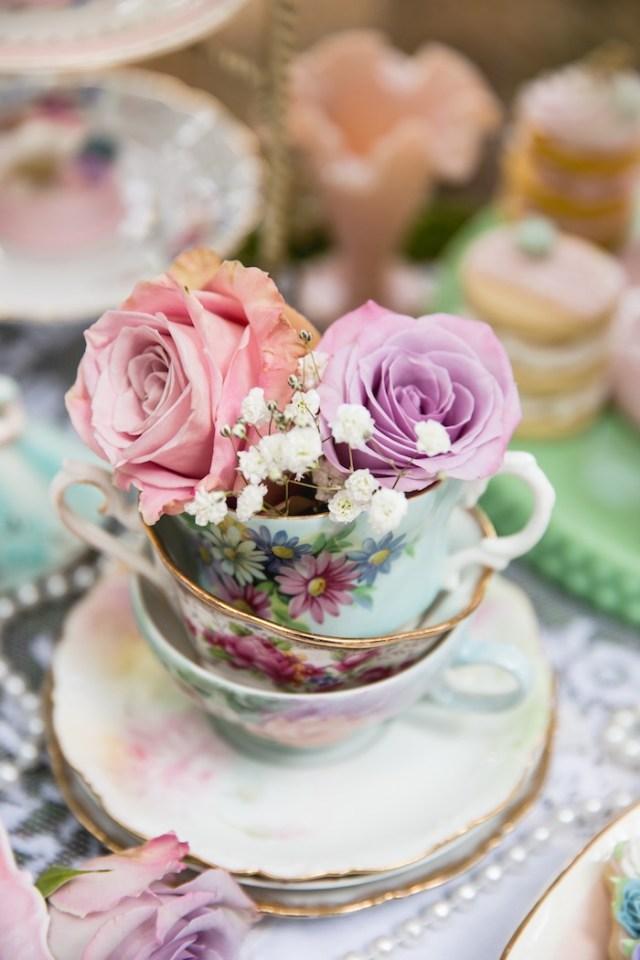 Karaのパーティーのアイデアに関するビンテージティーパーティーのティーカップと花|  KarasPartyIdeas.com(46)
