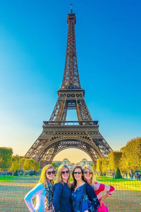 パリの最高の近所を探索し、これらの無料のパリウォーキングツアーマップですべての象徴的なランドマークを見てください!