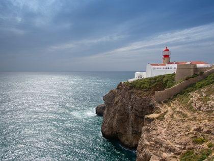 画像に含まれる可能性のあるもの:建築、建物、タワー、屋外、自然、崖、岬