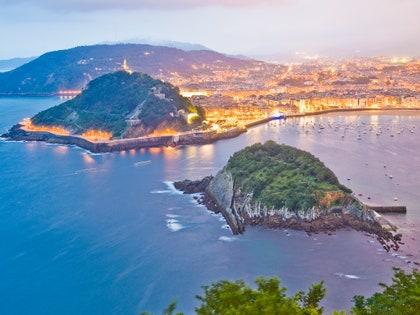 画像に含まれる可能性のあるもの:アウトドア、自然、土地、海、海、水、海岸線、海岸、風景、風景、島、半島