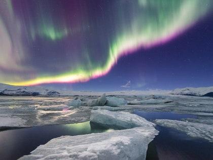 画像に含まれる可能性のあるもの:自然、屋外、山、氷、雪、夜、オーロラ、氷河