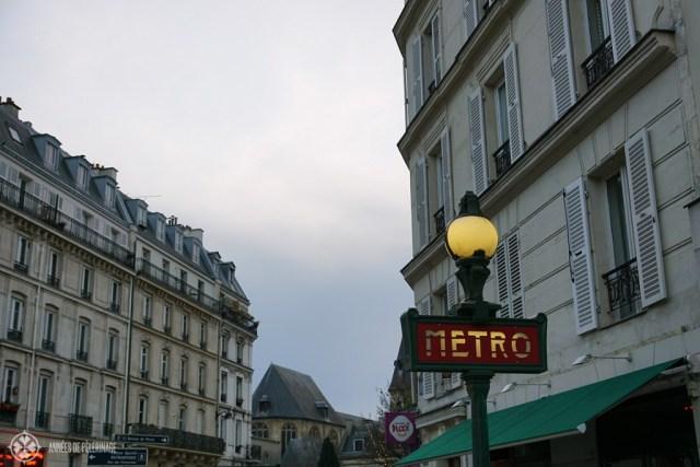 パリの古い地下鉄サイン