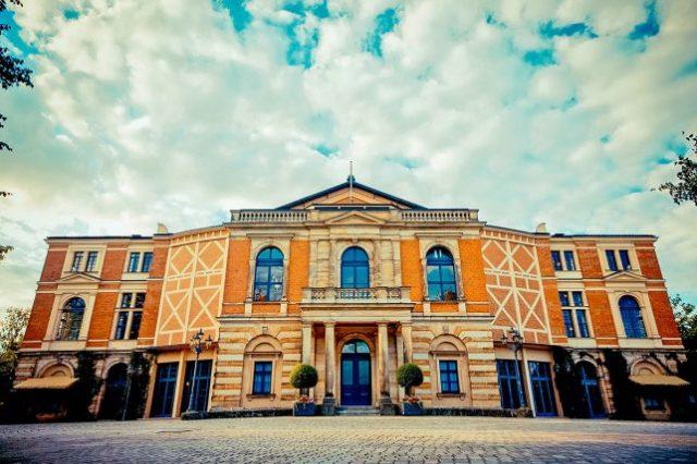 毎年恒例のリチャードワーグナーフェスティバルが開催されるドイツのバイロイトにあるフェストシュピールハウスオペラ