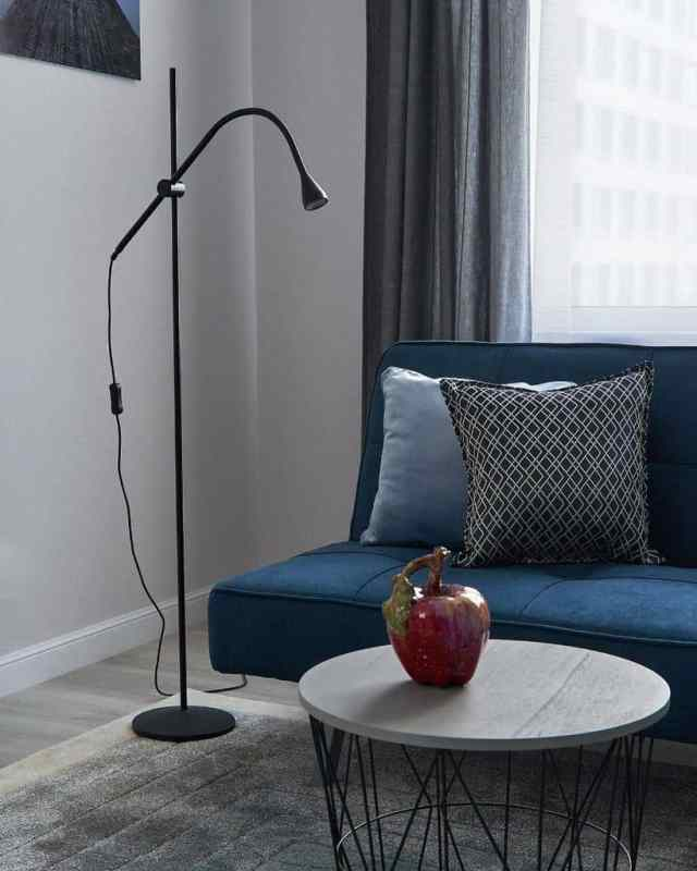 現代的な青いリビングルームのアイデアnadia_kraginskaya