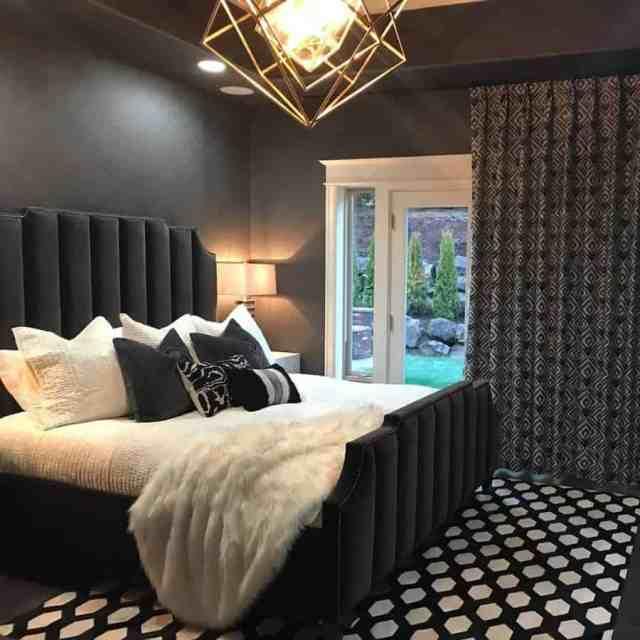 暗いロマンチックなベッドルームのアイデアコンフォートライン