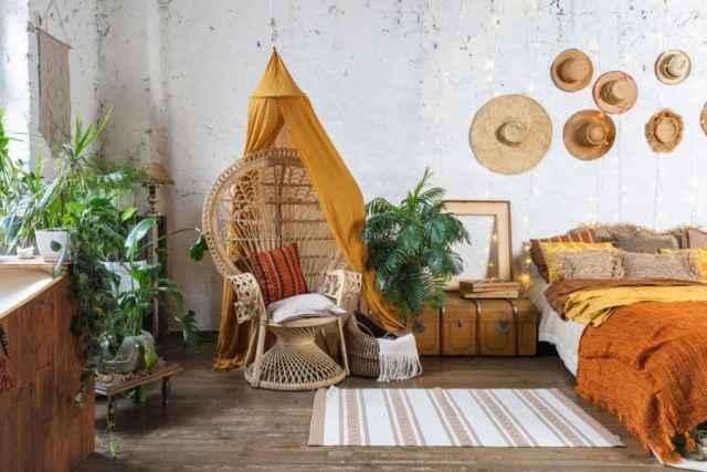 暖かい色の自由奔放に生きる寝室のアイデア