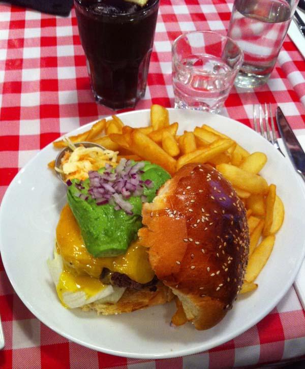 schwartzs-deli-avenue-deylau-paris-1-charonbellis-blog-de-cuisine