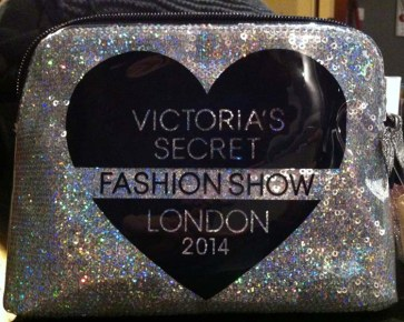 fashion-show-cosmetic-bag-victorias-secret-shopping-london-charonbellis-blog-mode-et-beautecc81