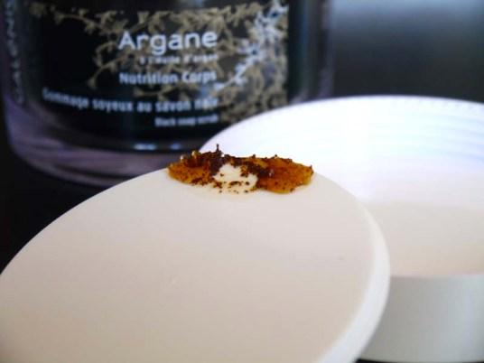 Le gommage soyeux au savon noir Galénic - un incontournable pour préparer nos congés ! (1) - Charonbelli's blog beauté