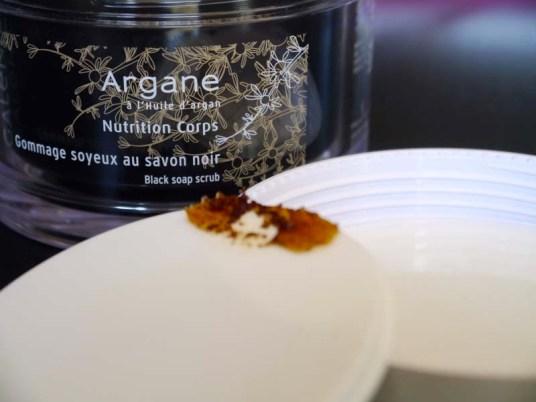 Le gommage soyeux au savon noir Galénic - un incontournable pour préparer nos congés ! - Charonbelli's blog beauté