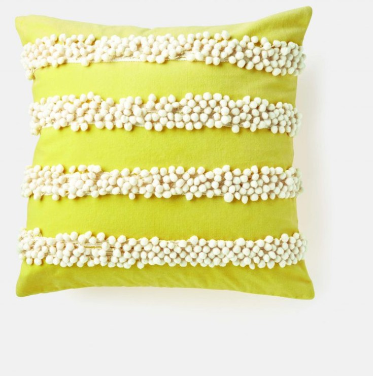 Coussin_velours_jaune_Wear_My_Lemonade_X_Monoprix-Charonbellis
