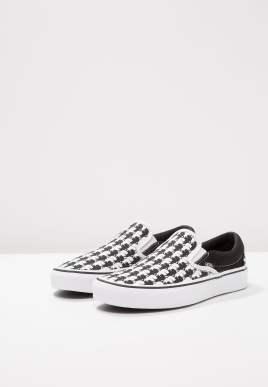 Karl-Lagerfeld-X-Vans-Sneakers(3)-Charonbellis