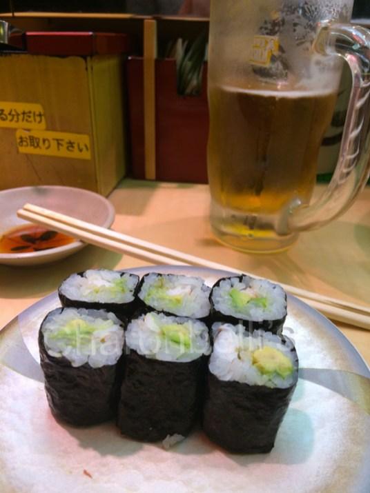 Maki-Manger-a-Tokyo-Charonbellis