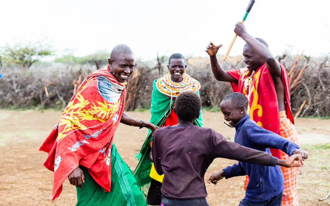 massai-family-celebrating-dancing