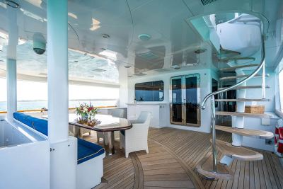 aft-deck-forward-stairs-1280px-45