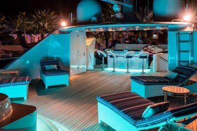 flybridge-deck-night-1280px-45