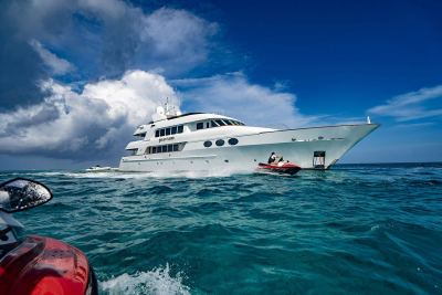 yacht-waverunners-1280px-45