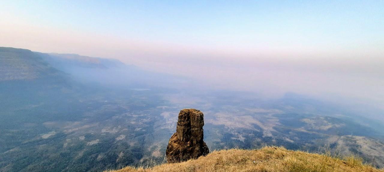 WAnar Lingi Pinnacle seen from Jivdhan Fort - जीवधनवरून दिसणारा वानरलिंगी सुळका