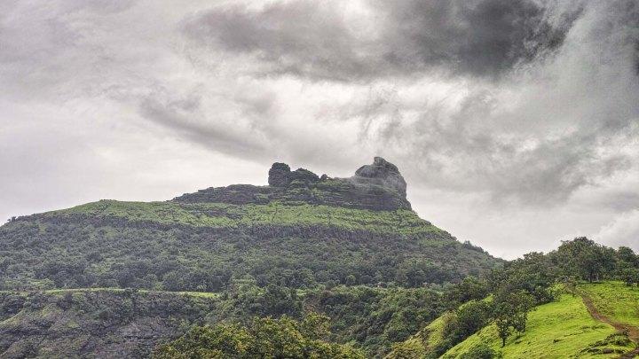 Irshalgad Cave – इर्शाळगडावरील गुहा