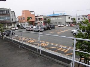 越前花堂駅を知っていますか。 駅舎側から見た構内駐車スペース/どこまでもアマチュア
