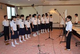 越前大野でコンサート「清水ゆうコンサート」@越前大野の里めいりん イトヨをイメージした歌のCD収録で歌声を披露する開成中学校の生徒たち/どこまでもアマチュア