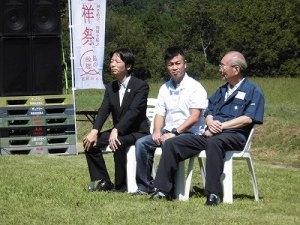 六呂師高原アルプス音楽祭2014 主催者席の3名/どこまでもアマチュア