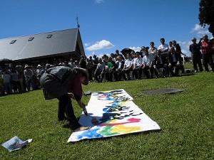 六呂師高原アルプス音楽祭2014 赤い文字を加えているふみんちゅさん/どこまでもアマチュア