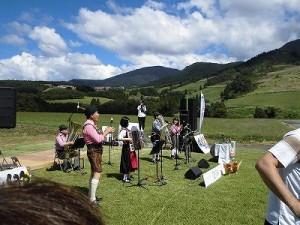 六呂師高原アルプス音楽祭2014 山々に演奏がこだまするアルプス音楽団の演奏/どこまでもアマチュア