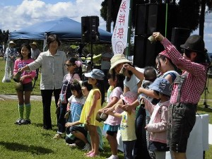 六呂師高原アルプス音楽祭2014 全体のリズムを大事に演奏しているお客さん/どこまでもアマチュア