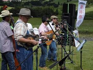 六呂師高原アルプス音楽祭2014 ブルーグラスのメンバーをそろえて活動しているデッドストック/どこまでもアマチュア
