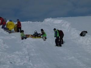 さかだに雪まつり 滑り始める参加者/どこまでもアマチュア