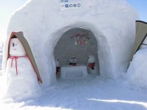 さかだに雪まつり 雪像づくりコンクール 内部まで凝っているかまくら/どこまでもアマチュア