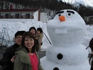 さかだに雪まつり 雪像づくりコンクール オラフの雪像/どこまでもアマチュア