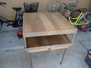 日曜大工自習教室~ズブの素人編~ アウトドア用テーブルの上にセットされた作業台/どこまでもアマチュア