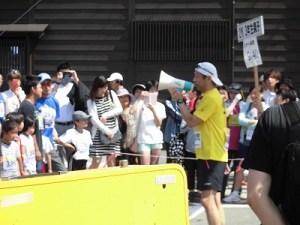 第51回越前大野名水マラソン 黄色いシャツに着替えたゲストランナー 森脇 健児氏/どこまでもアマチュア