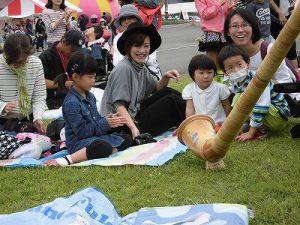 六呂師高原アルプス音楽祭2015 アルプス音楽団 アルプホルンの演奏を間近で見るファミリー/どこまでもアマチュア