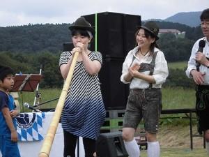 六呂師高原アルプス音楽祭2015 アルプス音楽団 アルプホルン試し吹き六人目/どこまでもアマチュア