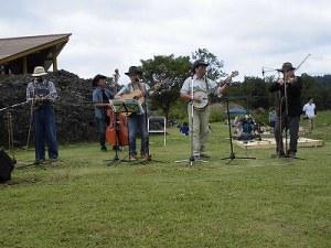 六呂師高原アルプス音楽祭2015 デッドストックのステージ開始/どこまでもアマチュア