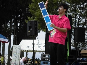 六呂師高原アルプス音楽祭2015 藤島高校ジャグリング部 内田君のシガーボックスの高度な演技/どこまでもアマチュア