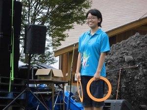 六呂師高原アルプス音楽祭2015 藤島高校ジャグリング部 細田さんがリングの演技開始/どこまでもアマチュア