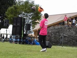 六呂師高原アルプス音楽祭2015 藤島高校ジャグリング部 手品みたいに華麗な技を繰り出す嶋田君/どこまでもアマチュア
