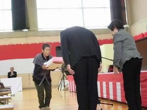 平成27年度下庄地区敬老会 米寿の方への賞状記念品贈呈/どこまでもアマチュア