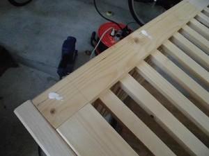 日曜大工自習教室~下手の横好き編~ 木工ボンドを流し込んだダボ穴/どこまでもアマチュア