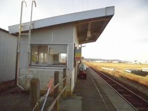 六条駅を紹介します。 駅舎に接近/どこまでもアマチュア