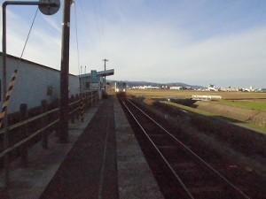 六条駅を紹介します。 駅に到着してきた列車/どこまでもアマチュア