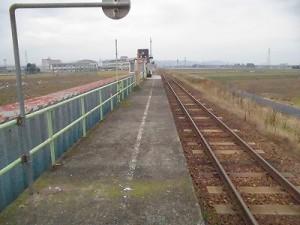 足羽駅はこんなところでした。 駅舎方面を見たときの眺望/どこまでもアマチュア