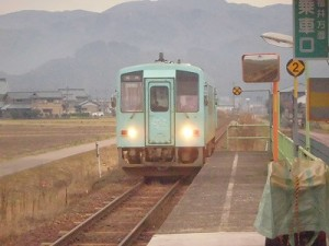 足羽駅はこんなところでした。 停車位置に着ける列車/どこまでもアマチュア